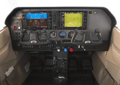 Cessna 206 Station Air - cockpit - airesdepavas.com